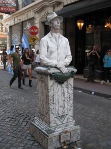 human-statue-san-telmo2